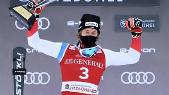 Marco Odermatt freut sich über den zweiten Platz im Super-G von Kitzbühel.