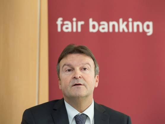 Auf Dellenbach hatte eigentlich Andreas Waespi auf den 1. Mai 2015 folgen sollen, doch der ehemalige Chef der Bank Coop erhielt wegen Aktienkurs-Manipulationen ein dreijähriges Berufsverbot auferlegt.