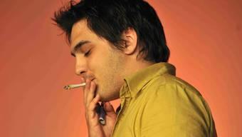 Provokativer Zug Cédric Wermuth, damals noch Juso-Präsident, rauchte auf dem Podium an der Delegiertenversammlung der SP im Jahr 2008 einen Joint.