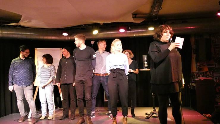 Die Teilnehmer am Poetry-Slam-Abend.