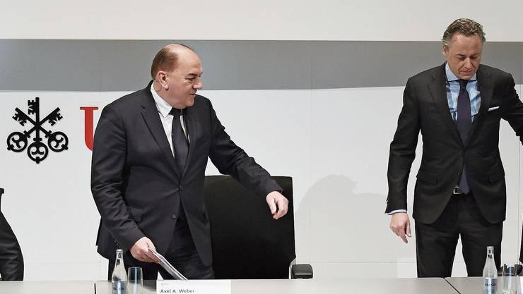 Demonstrative Eintracht: Noch-Chef Sergio Ermotti, Verwaltungsratspräsident Axel Weber und der künftige Chef Ralph Hamers an der Pressekonferenz.