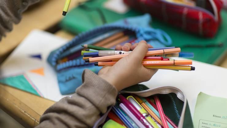 Nach den Sommerferien wird nach neuen Vorgaben unterrichtet. Doch was bedeutet das für Schüler und Lehrer? (Symbolbild)