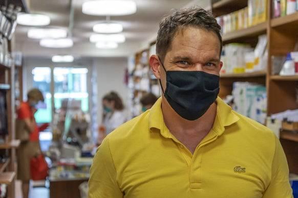 DIe Maskenpflicht in den Basler Läden, hier zum Beispiel im Chrüterhüsli, gilt seit Montag.