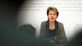 Bundesrätin Sommaruga im Fokus: Über ihre Absichten bei der Umsetzung der Masseneinwanderungsinitiative wird heftig spekuliert. Keystone