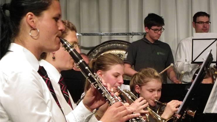Stadtmusik und Jugendmusik überzeugten beim gemeinsamen Spiel.