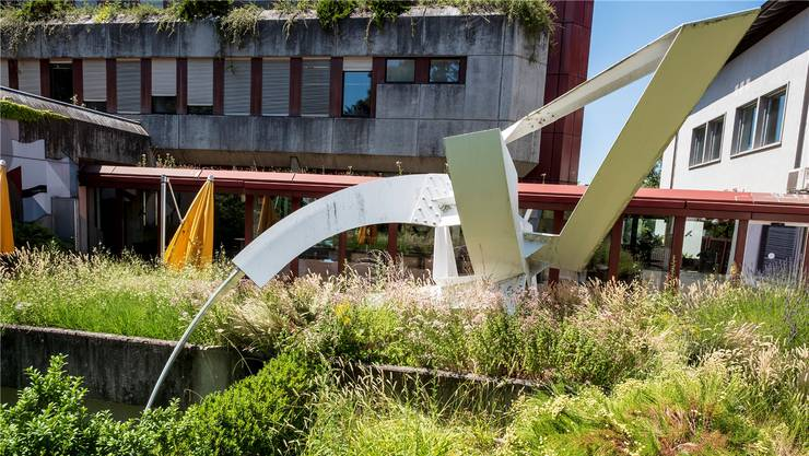 Paul Suters Skulptur «Fanfare» droht mit dem Abbruch des Radiostudios Bruderholz in Basel die Verschrottung.
