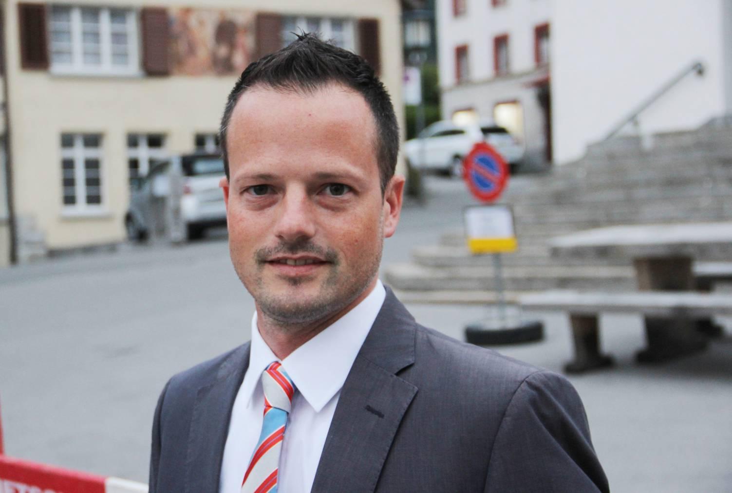 Bruno Seelos, Gemeindepräsident Berneck, begrüsst das Programm der Tierschützerin. ©St.Galler Tagblatt