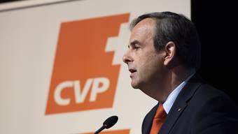 Parteipräsident Gerhard Pfister fordert, dass Krankenkassenprämien nicht erhöht werden.