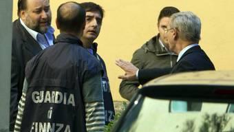 Fiorito (links) kurz nach seiner Verhaftung im Oktober 2012