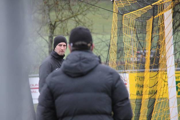 Torhütertrainer Swen König (hinten) während des FCA-Trainings vom Mittwochmorgen
