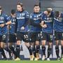 Atalanta Bergamo siegt souverän gegen Sassuolo. Remo Freuler (zweiter von links) steuerte einen Assist bei.