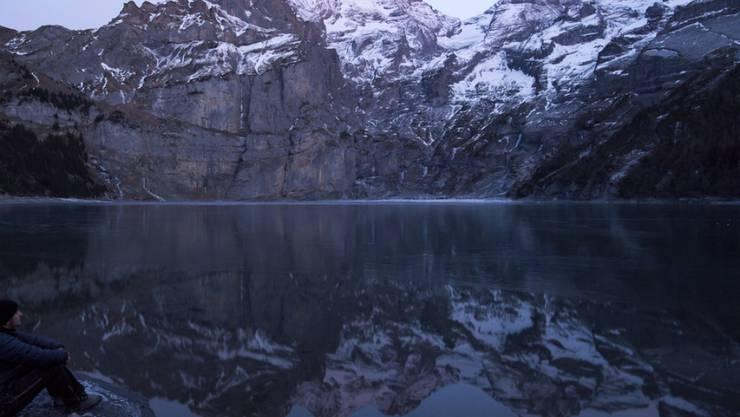 In der Nähe des Oeschinensees sind Teile des Spitzen Steins abgebrochen. Der Fels stand schon seit mehreren Monaten unter Beobachtung. (Archivbild)