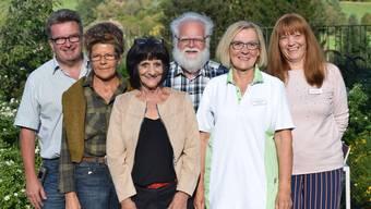 Im Pflegeheim Sennhof wird auch über das Pensionsalter hinaus gearbeitet (von links): Urs Schenker, Leiter des Pflegeheims; Kathrin Jordi; Theres Bont; Ruedi Schmid; Esther Lüscher; Christina Ming, Leitung Pflege und Betreuung.