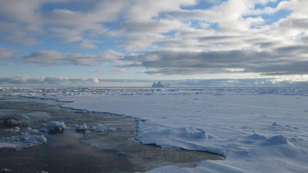 Schmelzendes Antarktis-Meereis im Spätsommer.