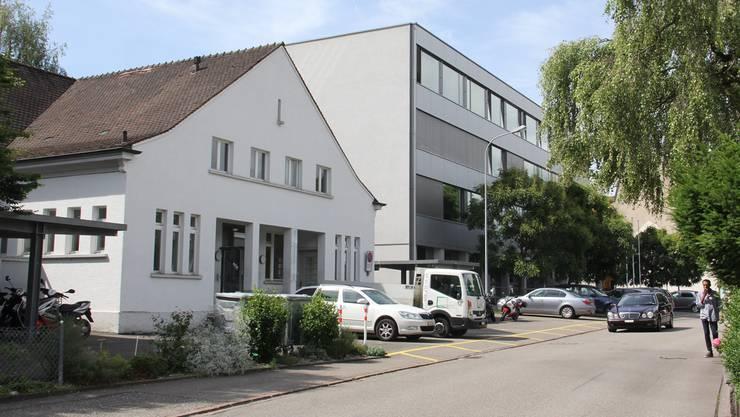 Die beiden BWZ-Schulhäuser an der Annerstrasse möchte der Kanton für die Berufsfachschule Gesundheit und Soziales mieten.