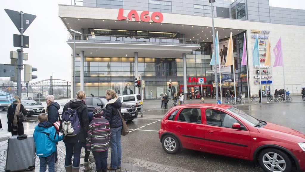 Shoppingtouristen sollen künftig nur noch bei Einkäufen über 50 Euro die Mehrwertsteuer zurückerstattet bekommen.
