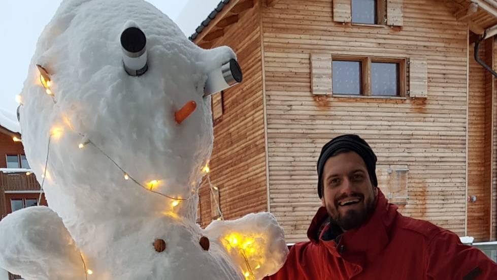 Schnee- und Ufstellermann fast gleich dick