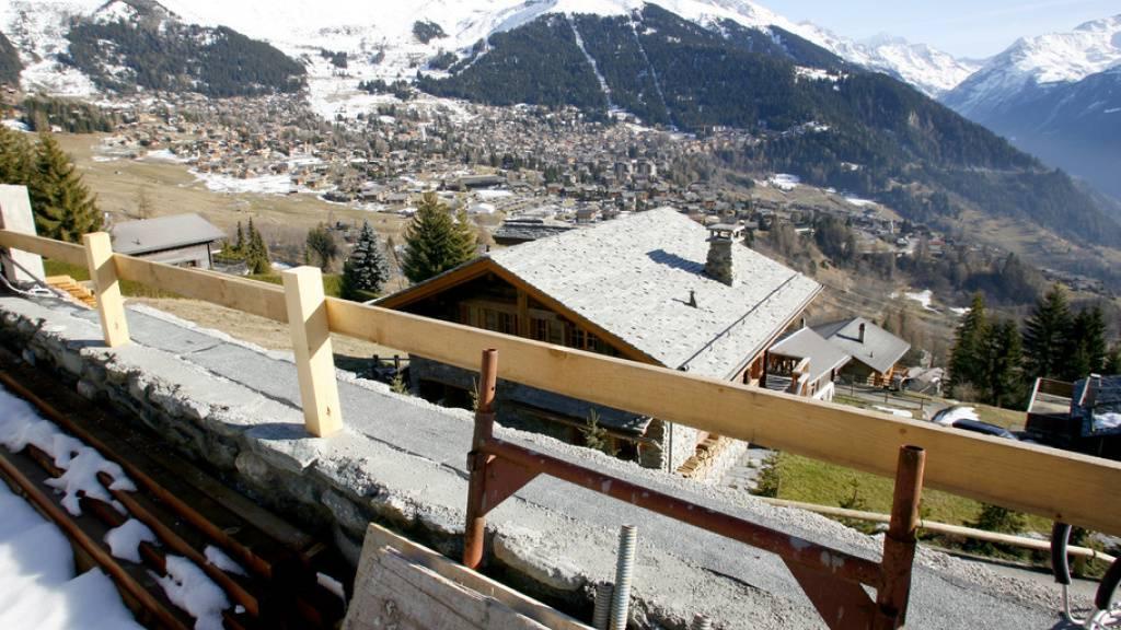 Wallis stellt Bagnes Ultimatum wegen illegalen Chalets