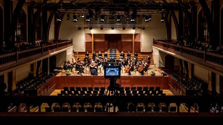 In Zeiten des Coronavirus: Konzert wird im Konzertsaal ohne Publikum aufgeführt und per Video übertragen.