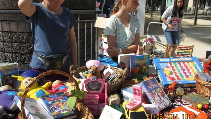 Die Kinder verkauften vor allem Spielsachen.