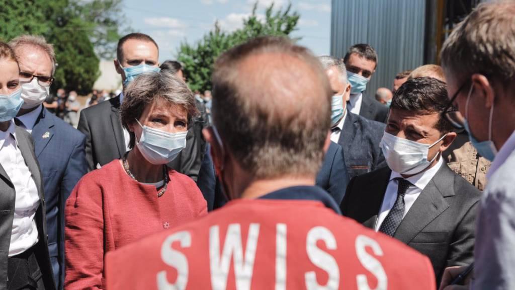 Die Schweizer Bundespräsidentin Simonetta Sommaruga (links) und der ukrainische Präsident Wolodymyr Selenskyj.