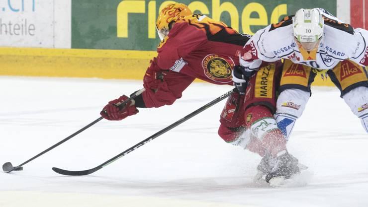 Chris DiDomenico (links an der Scheibe) verlässt die SCL Tigers Richtung NHL