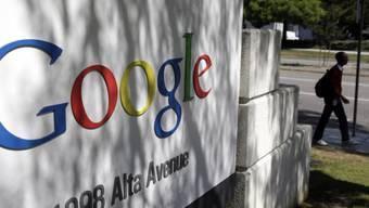 Google-Logo beim Hauptquartier in Mountain View, Kalifornien