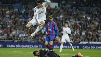 Levantes Goalie Keylor Navas rettet vor Reals Cristiano Ronaldo