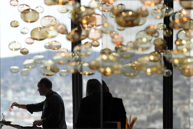 Das Restaurant befindet sich im 35. Stock des Swiss Prime Towers in Zürich.