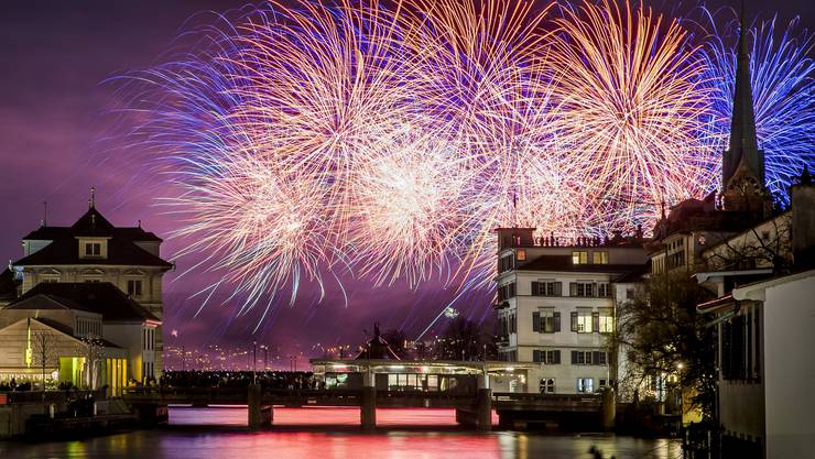 Das Silvester-Feuerwerk in Zürich blieb vom Regen verschont.