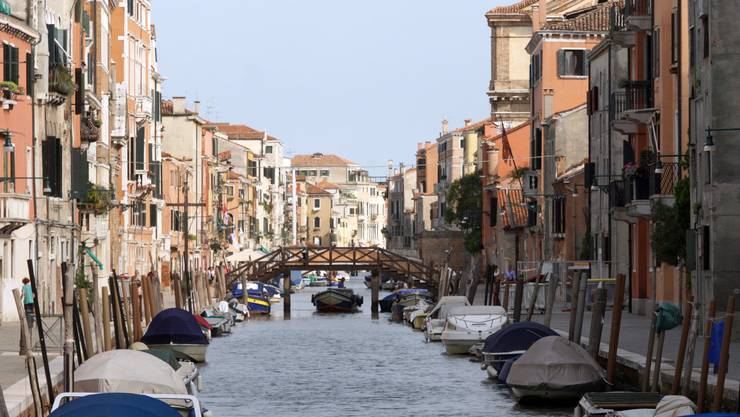Ein Kanal in Venedig.
