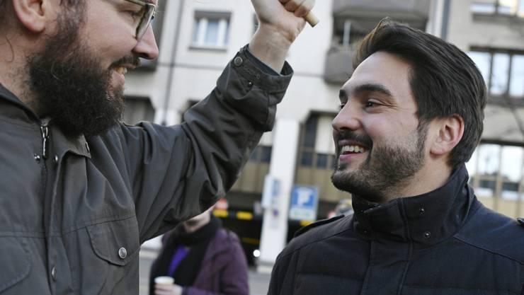 Es ist Zeit für eine Auszeit: SP-Nationalrat Cédric Wermuth (r.) - hier bei einer Demonstration der Schweizerischen Depeschenagentur SDA - ist zum zweiten Mal Vater eines Mädchens geworden.