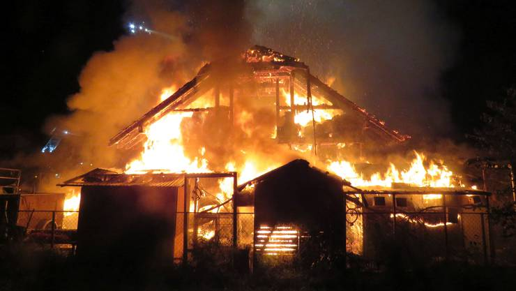 In Fahrwangen ist eine Scheune komplett niedergebrannt.