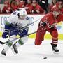 Vancouvers Sven Bärtschi (links) kann innerhalb von 24 Stunden von einem anderen NHL-Team verpflichtet werden