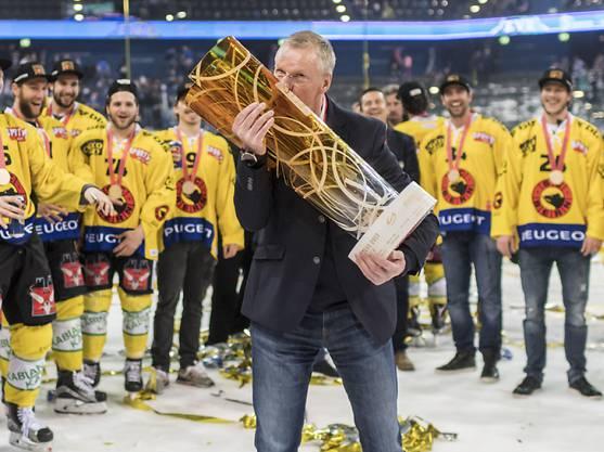 Darf Meistertrainer Kari Jalonen auch im kommenden Frühling den Meisterpokal küssen?