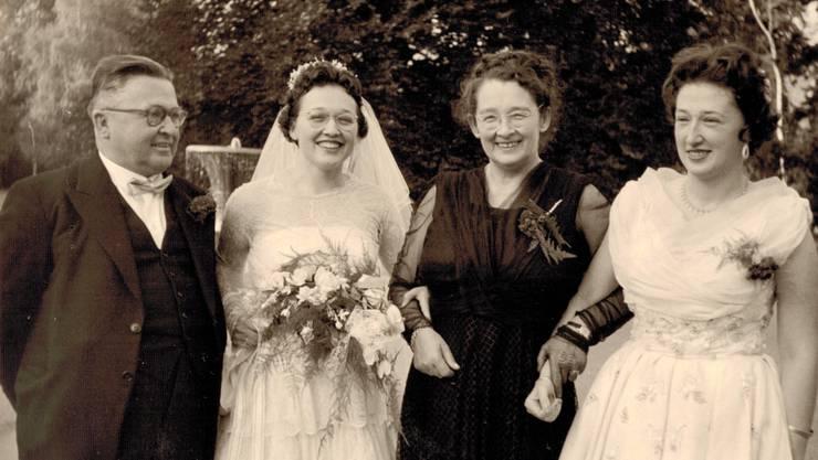 Willy, Maya, Martha und Erika Sax an der Hochzeit der jüngeren Tochter, 1955