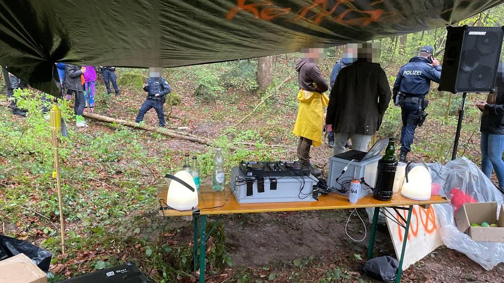 Illegale Party in Wald aufgelöst – insgesamt 5000 Franken Busse