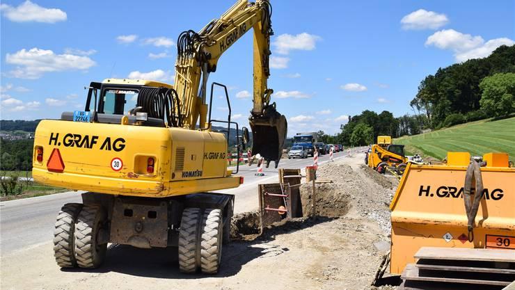 Die Bagger für das Grossprojekt Neubau Radweg zwischen Künten und Eggenwil sind aufgefahren.