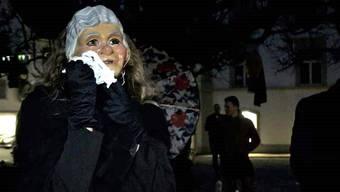 «Haltet eure Gefühle nicht zurück!», befahl der Fasnachtspfarrer. Und so trugen die Heulweiber Prinz Karneval laut klagend zu Grabe.
