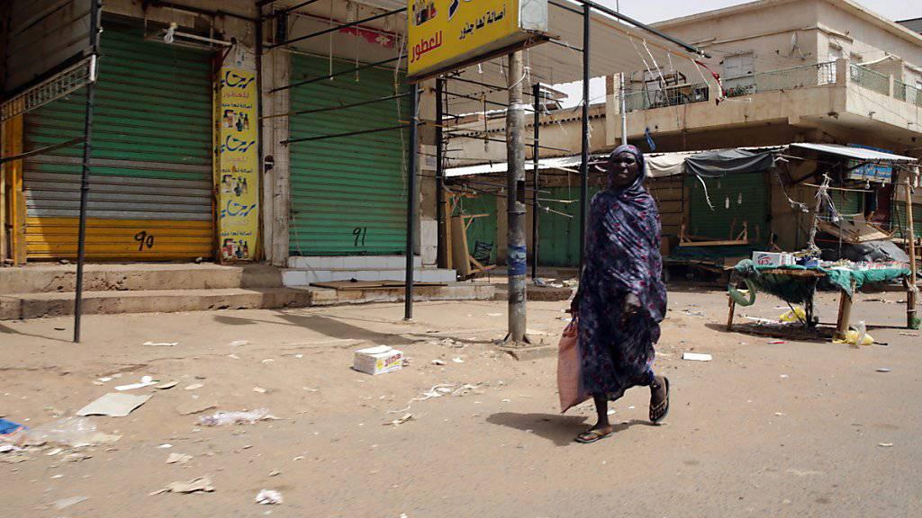 Die meisten Geschäfte und Märkte blieben auch in Omdurman, Khartums Nachbarstadt am gegenüberliegenden Nil-Ufer, geschlossen.