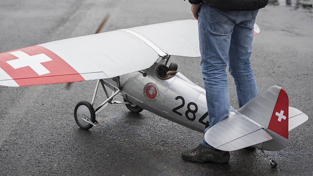 Die EU will die Regeln für die Modellfliegerei anpassen. Der Nationalrat wehrt sich dagegen. (Themenbild)