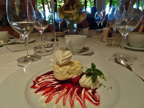 """Das Dessert """"Meringues –Parfait Surprise ist nicht nur sehr fein, sondern auch super präsentiert"""