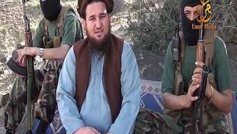 Drohen Musharraf per Video-Botschaft mit dem Tod: Taliban um Sprecher Ehsanullah Ehsan (Mitte) in Pakistan