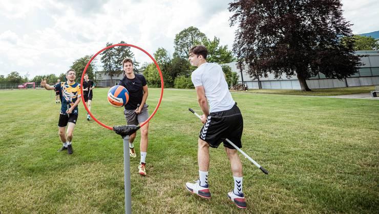 Bilder aus einem Training geben einen Eindruck von der Sportart Quidditch.