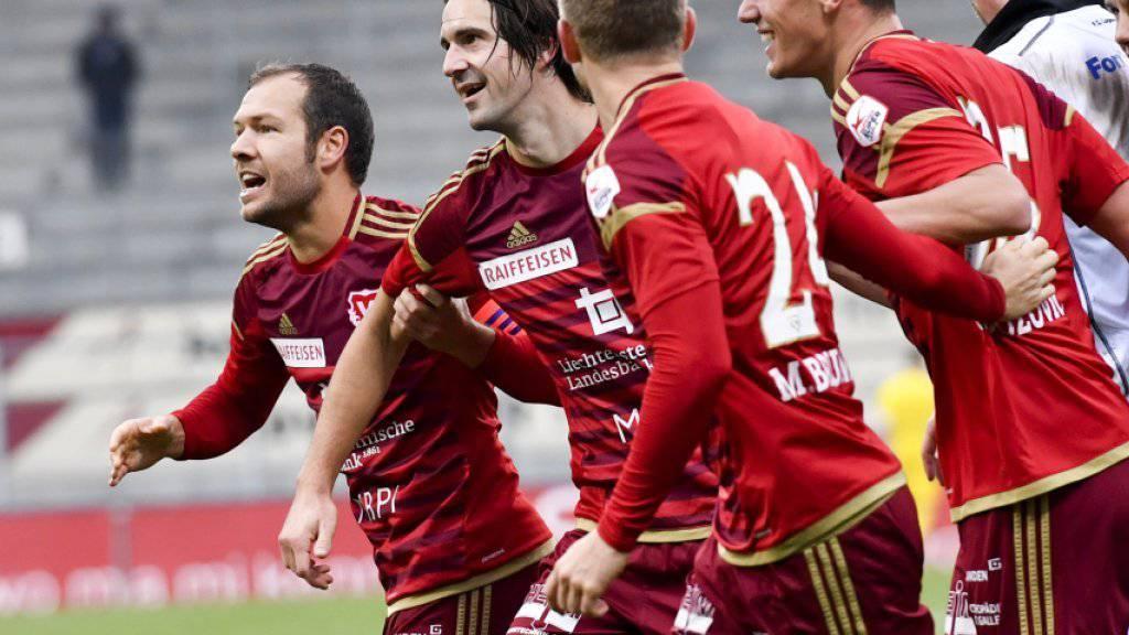 Jubel nach dem höchsten Sieg in der Super League: Vaduz mit dem dreifachen Torschützen Marco Mathys (Zweiter von links)