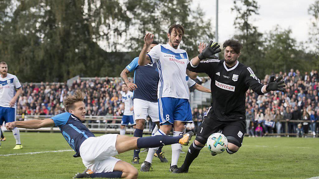 Cedric Brunner vom FCZ scheitert an Bassersdorfs Pasquale Caruso - am Ende reicht es für den Favoriten dennoch