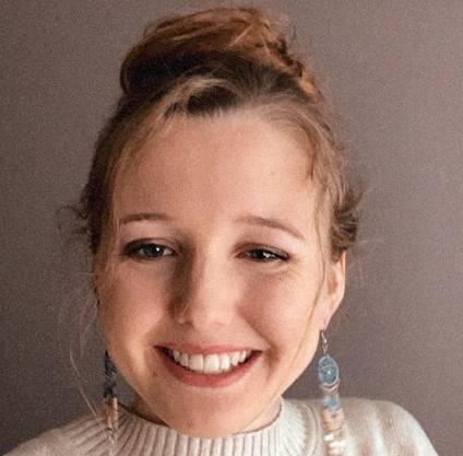 Désirée Draxl, 18, aus Wil SG Schule: Kantonsschule Wil, 4. Klasse nach dem Sommer.