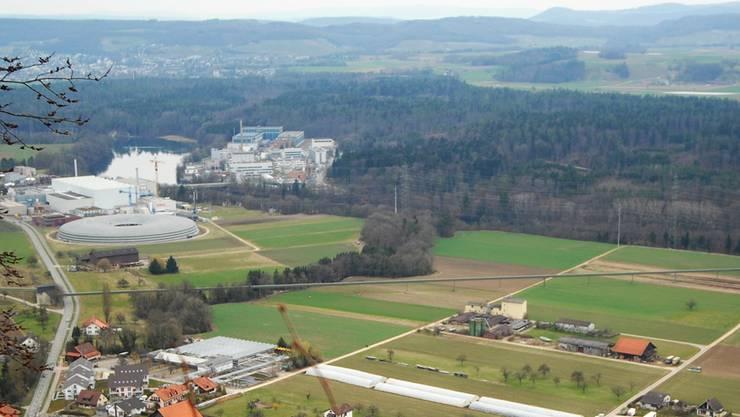 Das Grossprojekt SwissFEL wird rechts der Aare in unmittelbarer Nachbarschaft zum Paul-Scherrer-Institut (hinten links) gebaut