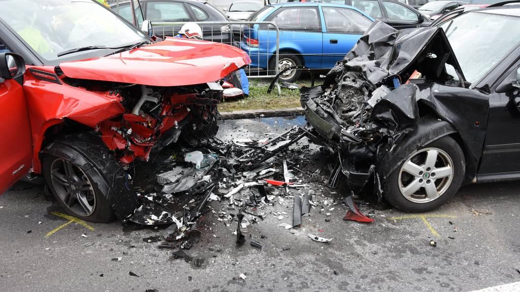 Beim Unfall entstand auch grosser Sachschaden.
