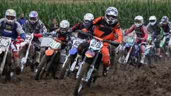 Schlammschlacht am Motocrossrennen in Staffelbach